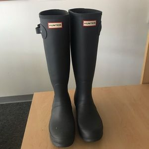 NWT NEVER WORN NAVY HUNTER BOOTS
